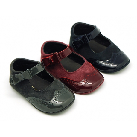 Combined leather little Mary Janes with hook and loop strap and ribbon for babies.