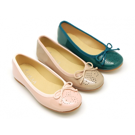 dc15e53af52 Classic Ballet flats in patent leather with english design.