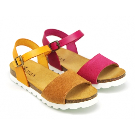 Combined leather sandal shoes with buckle fastening.