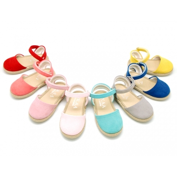 Little soft canvas espadrilles with velcro strap for girls.