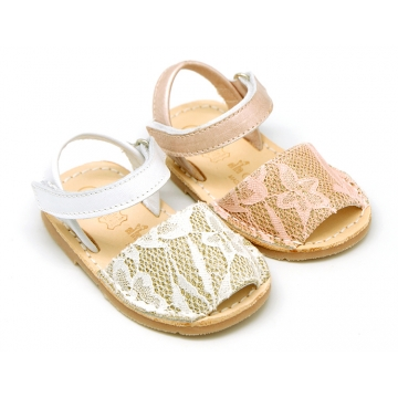 Soft leather Menorquina sandal shoes with pearl effect and laces design.