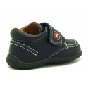 Washable leather boat shoes laceless for little kids.
