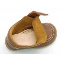 Zapato tipo náutico para peques sin cordones en piel lavable.