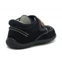 Zapato tipo náutico para peques sin cordones en piel serraje.