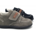 Suede leather casual boat shoes with velcro strap for little kids.