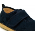 New Autumn-winter canvas tennis shoes with VELCRO strap closure.
