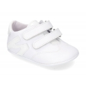 Tennis style shoes for babies with velcro strap in soft leather combined with patent leather.