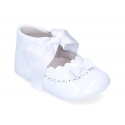 Baby little Mary Jane shoes angel style in patent leather.