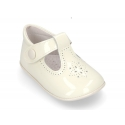 New T-Strap shoes for babies with Velcro strap and button in patent leather.