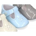 T-Strap shoes for babies with hook and loop strap and button in patent leather.