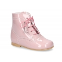 Classic Pascuala ankle boots with ties with tassels and zipper closure in patent leather.