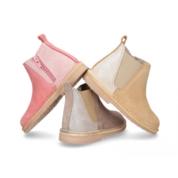 New classic ankle boots with elastic and zipper in suede leather with shinny effects.