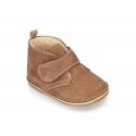 Botita Safari bebé con velcro y BORREGO en piel serraje.