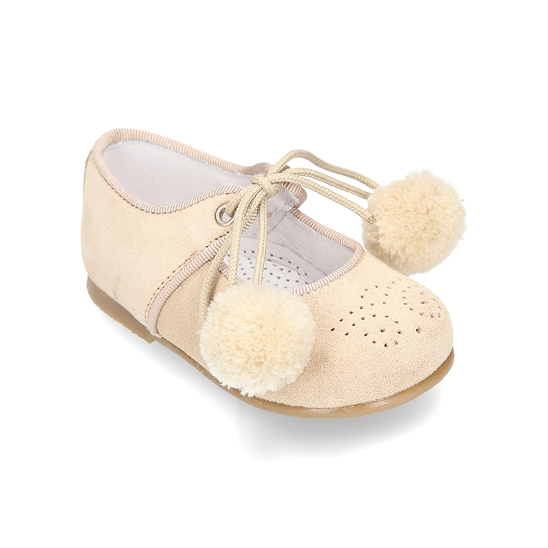 Okaaspain tienda online de merceditas en piel serraje con - Pompones para zapatillas ...