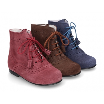 Classic suede leather in dark colors Pascuala styel ankle boots with tassels.