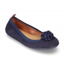 Suede leather ballet flat shoes with elastic band and flower design.