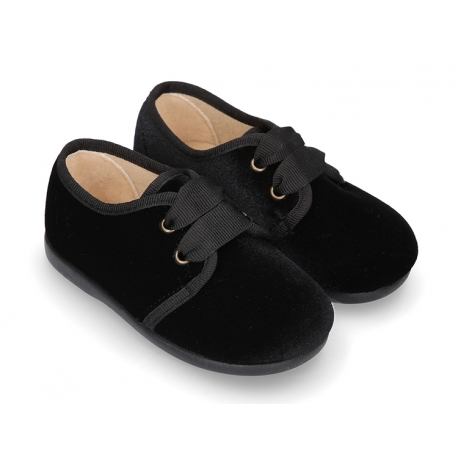 Little laces up shoes in BLACK velvet canvas for kids.