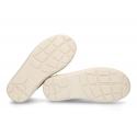 Nueva Zapatilla Casual tipo botita con cordones en piel serraje.
