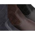 Bota piel lavable combinada con piel serraje acolchado y borlas.