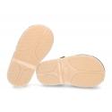 Sandalia niño piel Nobuck tipo menorquina con suela super flexible.