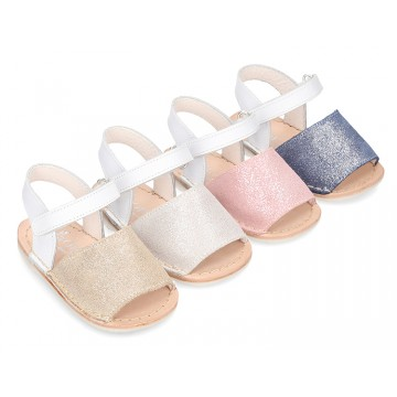 Shiny soft leather Menorquina sandals for baby.