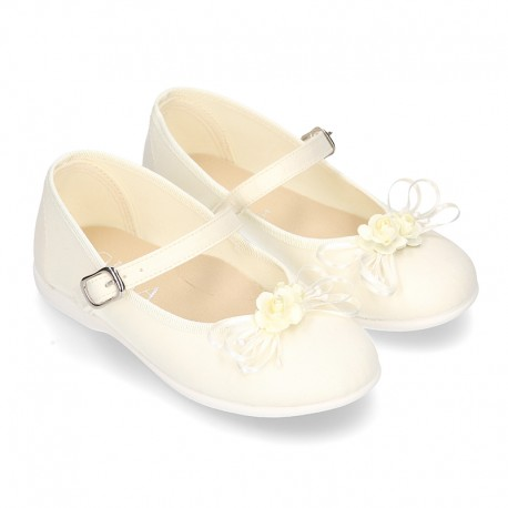 Silk canvas CEREMONYLittle Mary Janes with flower design.