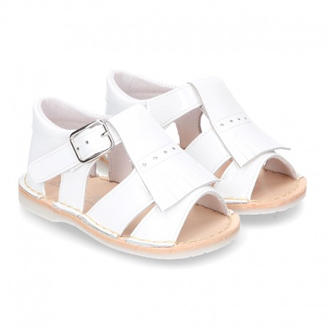Baby sandal shoes in patent leather with FRINGED design.