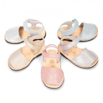 Shiny leather Menorquina sandal shoes with velcro strap.