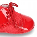 Classic OXFORD style shoes for baby in patent leather with linen.