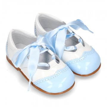 English style shoes in combined patent leather for first steps.