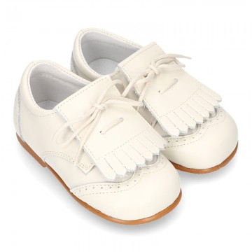 Nappa leather Little Classic Oxford style shoes with fringed design.