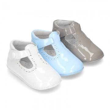 New T-Strap shoes for babies with Velcro strap, button and waves design in patent leather.