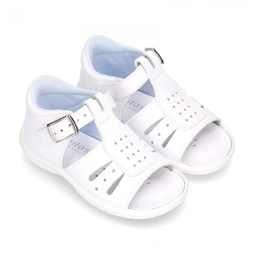 Washable leather sandals with opened design and SUPER FLEXIBLE soles for little boys.
