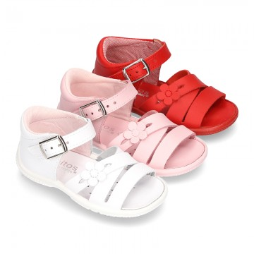 Washable leather sandal shoes with crossed strips and FLOWER for little girls.
