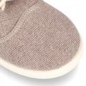 Nueva zapatilla tipo BAMBA con fuelle y cordones en lona efecto lavado.