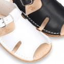 Sandalia tipo menorquina con hebilla y suela súper flexible.