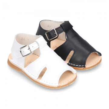 Sandal shoes Menorquina style with flexible soles.