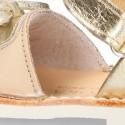 Menorquina Velcro con flecos en piel extra suave y piel metalizada.