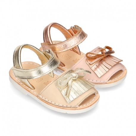 Classic Menorquina shoes with fringed design in extra soft nappa leather and metal finish.