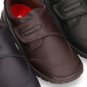 School shoes closed with velcro strap and toe cap in washable leather.