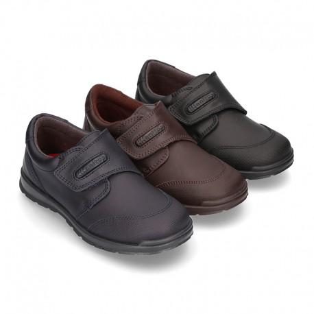 Zapato colegio sin cordones y con puntera en piel lavable.