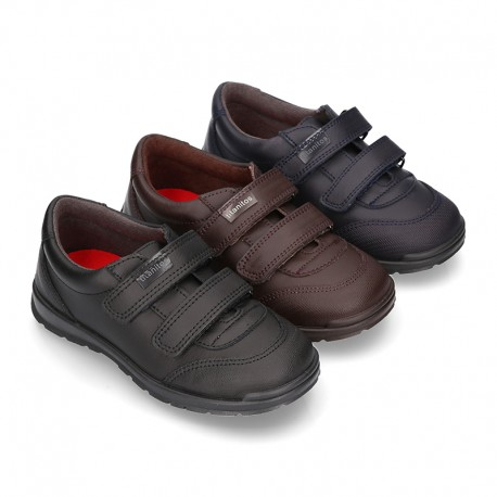 School shoes with dual strap in washable leather.