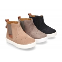 Ankle boot shoes with zipper closure and elastic band in suede leather.