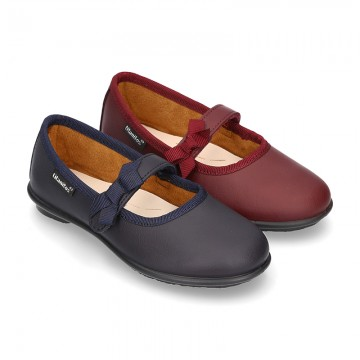 School shoes Mary Jane style with velcro strap with bow in washable leather for girls.