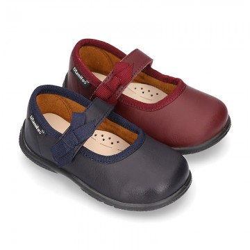 School shoes Mary Jane style with velcro strap with bow in washable leather for little girls.
