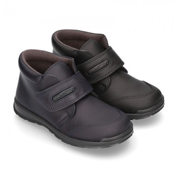 Ankle School Boot shoes with velcro strap in washable leather.