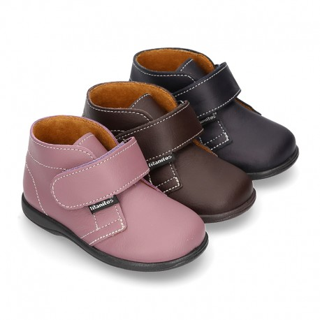 Ankle boot shoes laceless in washable leather for little kids.