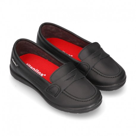 Moccasin style school shoes in washable leather and thick outsole for toddler girls.