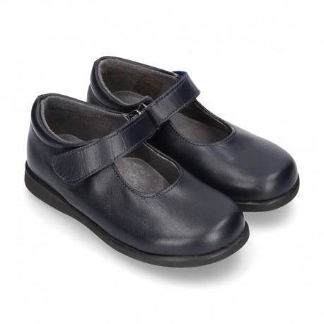 Zapato colegial tipo Mercedita clásica con velcro en piel lisa.