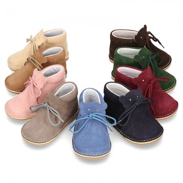 Little BEAR design safari boots in suede leather for babies.
